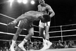 Mohamed Ali remporte son troisième titre mondial contre George Foreman