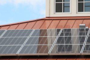 patrimoine-facture-energie-panneaux-solaires-toit